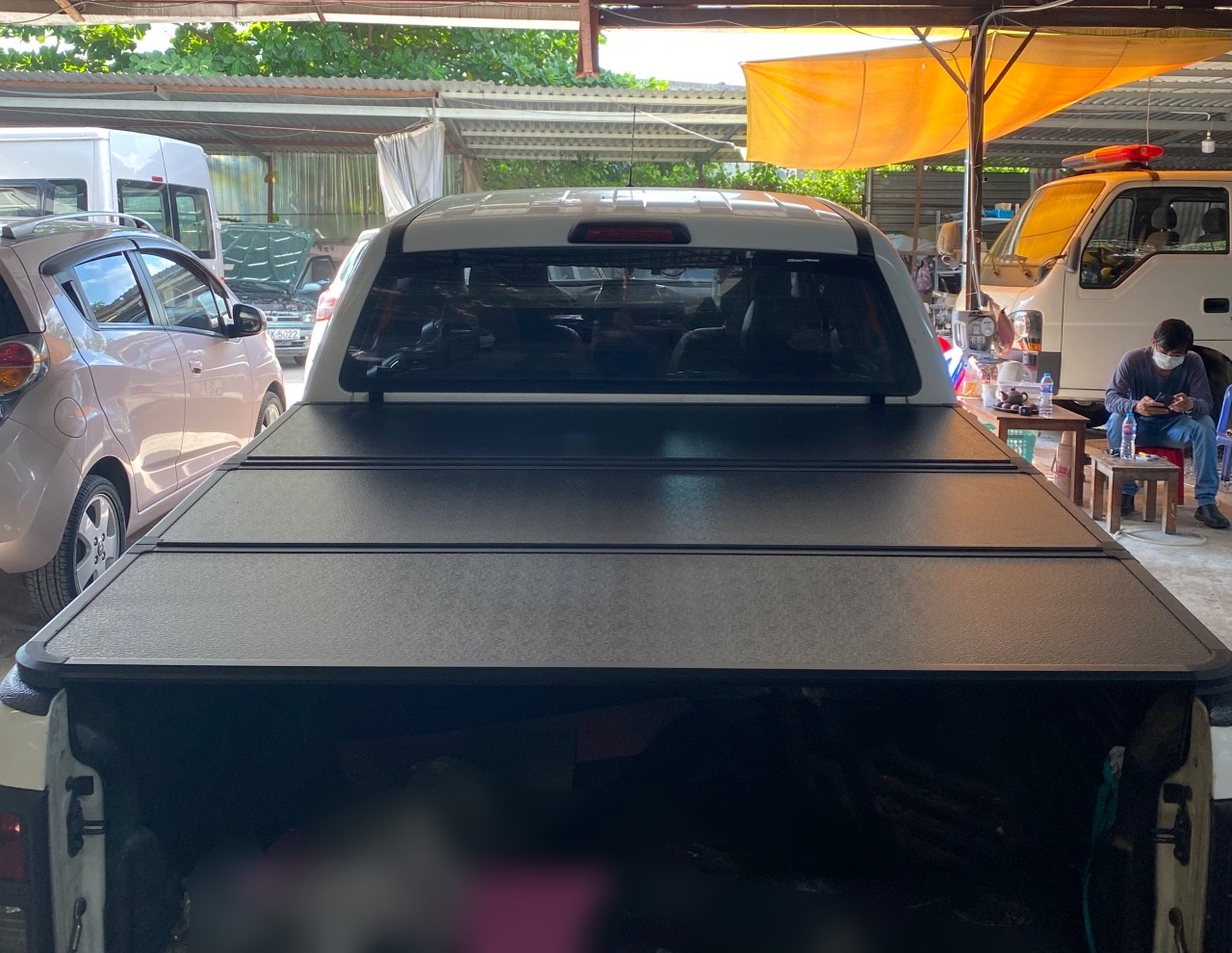 Nắp thùng 3 tấm Ford Ranger